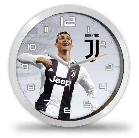 Cristiano Ronaldo falióra